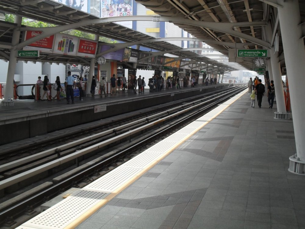 Victory Monument Sky Train Station.jpg
